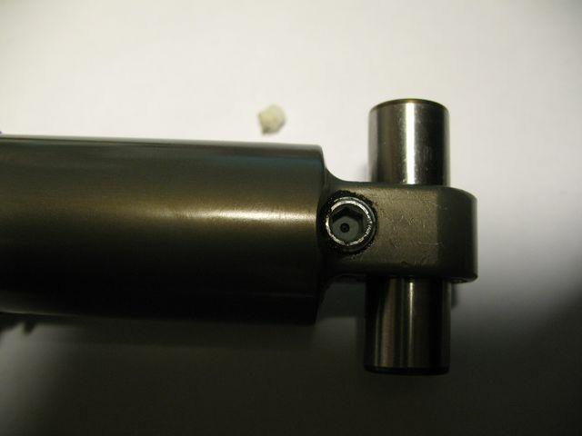 https://resize.yandex.net/84a907be888aa9a6e9dbda03909adab8?key=fac50956085de1694f95fc2bb775333c&url=http%3A%2F%2Fcrazycyrix.narod.ru%2Fimages%2Fbike%2Ffloat-r-oil-replace%2F02_valve_close__640x480_.JPG&width=640&height=480&typemap=png%3Apng%3B*%3Ajpg&crop=no&enlarge=0&use-cache-headers=yes