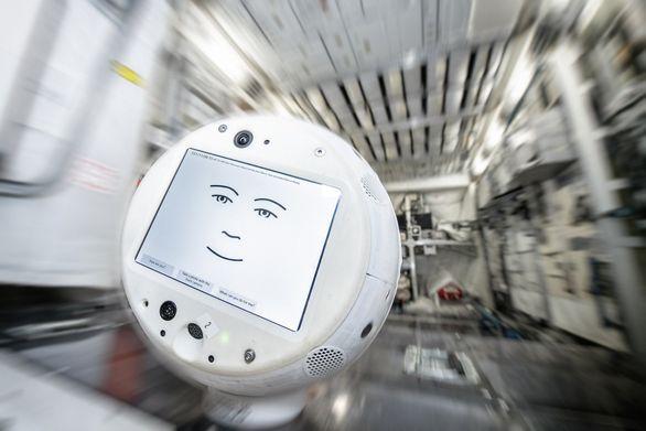 Космический робот-помощник CIMON-2 отправился на МКС