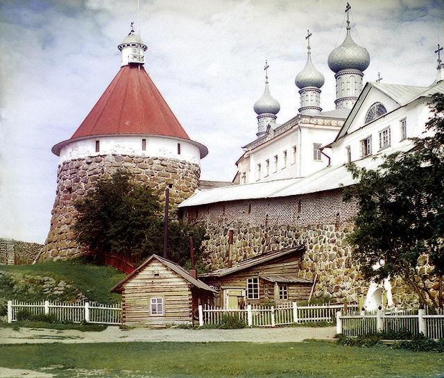 Угловая башня Троицкого собора в Соловецком монастыре в 1915 году.