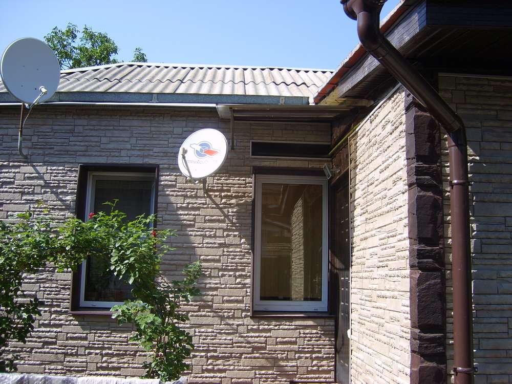 Не забывайте о водостоках, чтобы надолго сохранить привлекательный внешний вид фасада.