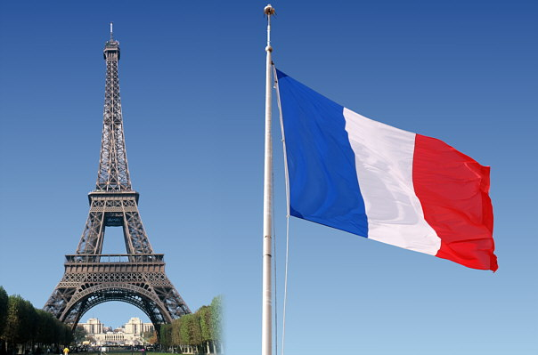 Эйфелева башня в Париже и флаг Франции (604x399, 38Kb)