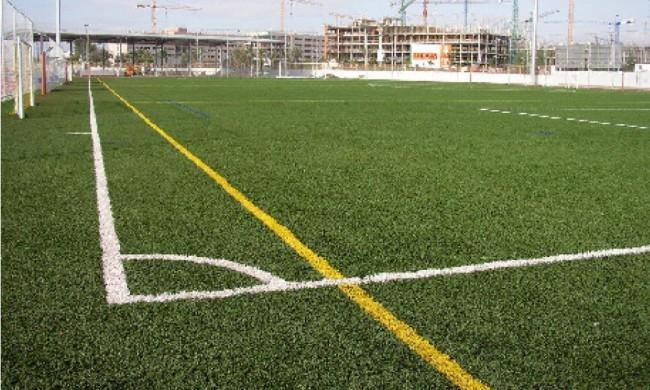 Футбольное поле из спортивного газона