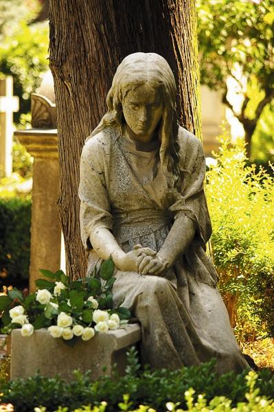 Надгробный памятник Маруси Оболенской. Рим. Скульптор: Марк Антокольский.