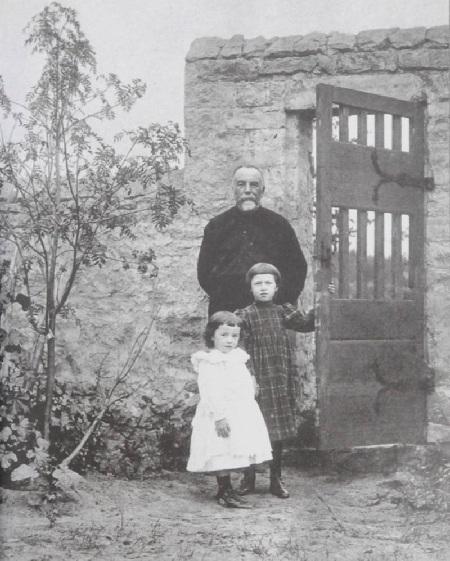 В.Д.Поленов с младшими дочерьми Ольгой и Натальей.