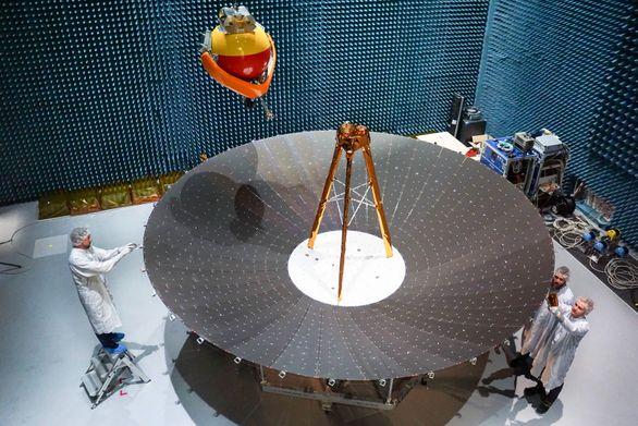 Компания Airbus представила инженерную модель первого в Европе пятиметрового развёртываемого антенного отражателя