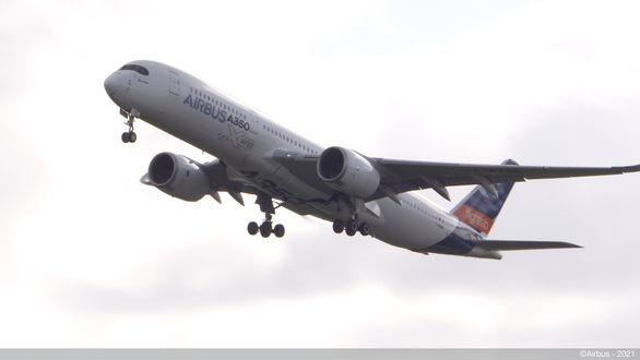 Мировые лидеры авиационной отрасли проведут исследование полетов коммерческих самолетов с использованием 100% экологичного топлива