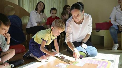 вебинар 27 января 2021 о принятии в семье ребёнок с особенностями развития (фотография с сайта infourok.ru)