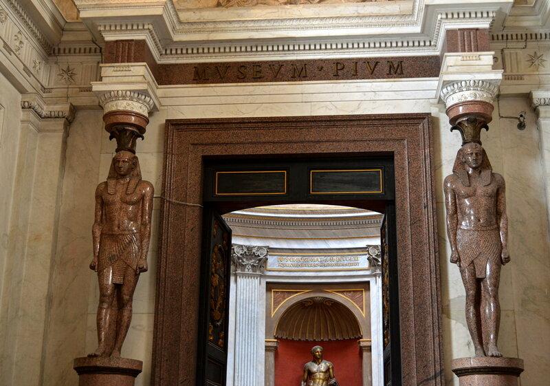 Входной портал Зала Греческого Креста