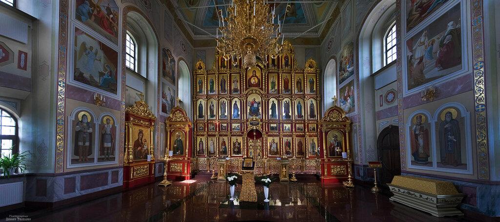 Интерьер храма Михаила Архангела в Михалях.