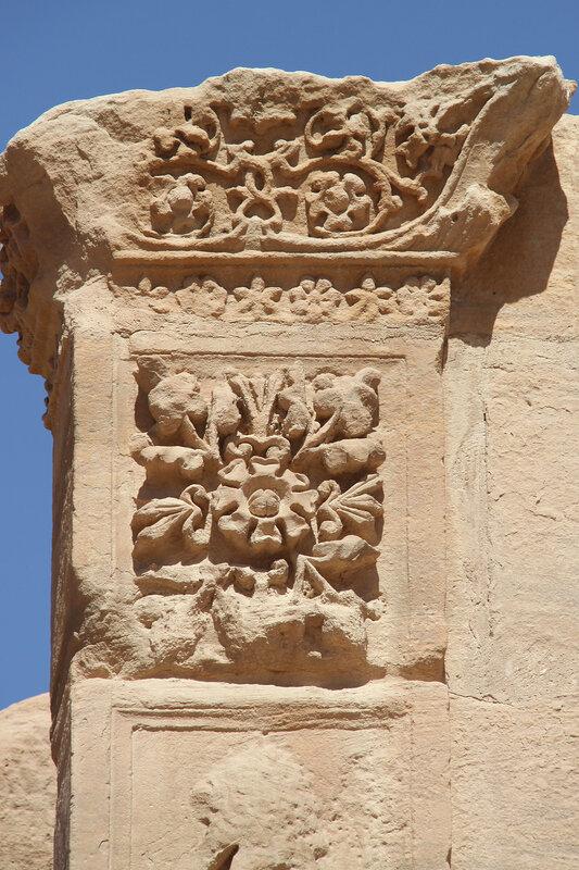 Каменный растительный орнамент
