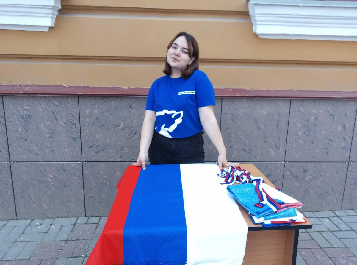 В Саранске волонтеры «Единой России» провели акцию «Триколор»