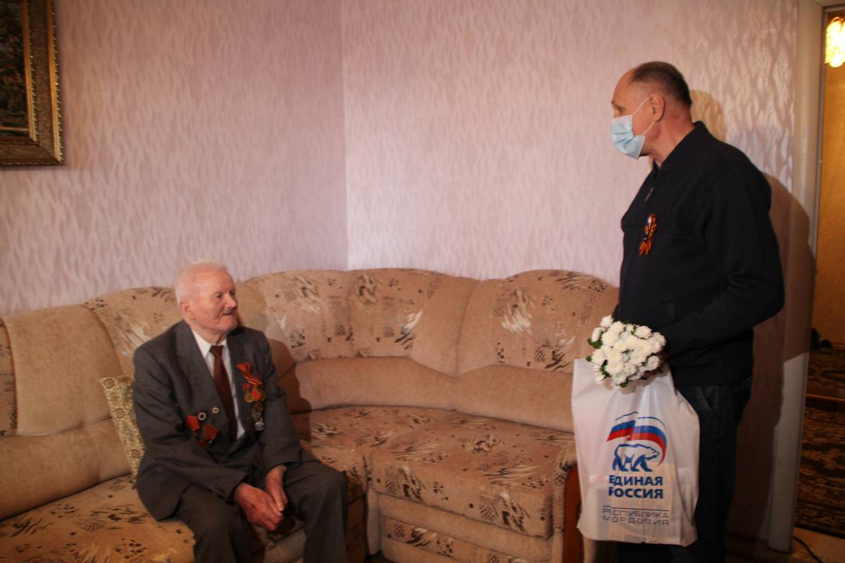 В Мордовии партийцы вручают подарки ветеранам Великой Отечественной  войны