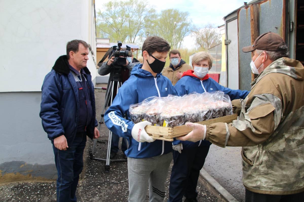Волонтеры «Единой России» приняли участие в акции «Добро не уходит на карантин»