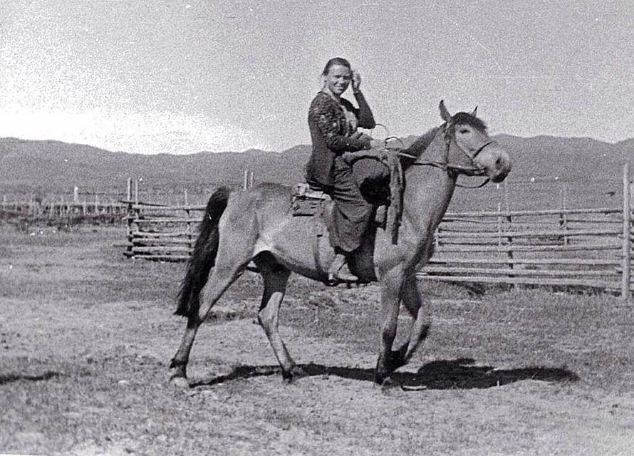 Мама Александра Яковлевна Шойгу - зоотехник, заслуженный работник сельского хозяйства Республики Тыва. Фото из семейного архива