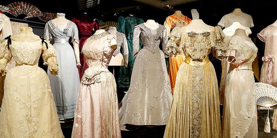 Исторические придворные костюмы из коллекции Эрмитажа. Фото.