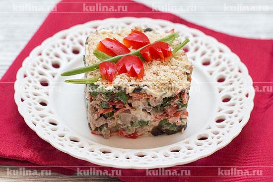Салат выложить в салатник, украсить по своему усмотрению и подать к столу. Приятного аппетита!