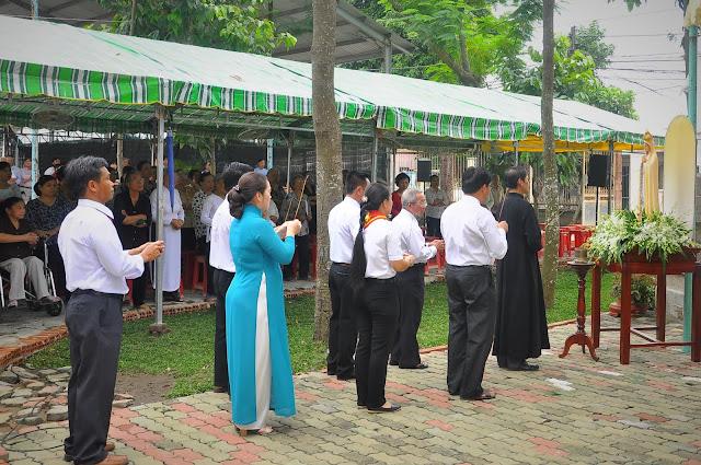 Cảm Nhận Về Thánh Lễ Lúc 12 Giờ Trưa Tại Các Giáo Xứ - Ảnh minh hoạ 19