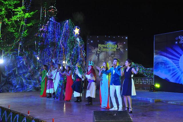 Đêm Thánh Ca Hát Mừng Con Thiên Chúa Giáng Trần Tại Giáo Xứ Tân Thông - Ảnh minh hoạ 28