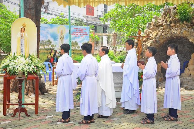 Cảm Nhận Về Thánh Lễ Lúc 12 Giờ Trưa Tại Các Giáo Xứ - Ảnh minh hoạ 26