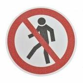 """Противоскользящий напольный знак """"Запрещено пешеходам"""", белый-красный-чёрный, круг Ø 400 мм {MBMK001400}"""
