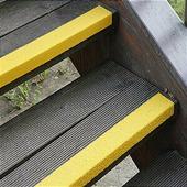 Противоскользящий профиль для краев ступеней, среднее зерно, желтый (70 x 1000 x 30мм) {GTMG0701000}