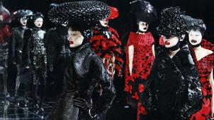 История моды: параллельные миры А.Маккуина