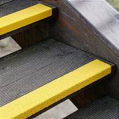 Противоскользящий профиль для краев ступеней, крупное зерно, желтый (70 x 600 x 30мм) {GTXG0700600}