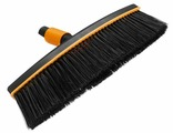 Метла Fiskars QuikFit, без черенка, цвет: черный, оранжевый