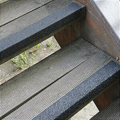 Противоскользящий профиль для краев ступеней, среднее зерно, черный (70 x 1000 x 30мм) {GTMS0701000}
