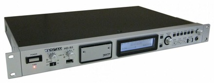 Tascam HD-R1 2-канальный рекордер- плеер CF/USB (PCM: 44.1/48/88.2/96 кГц, MP3: 44,1/48 кГц), Балансный микрофонно/линейный вход/выход XLR с переключателем 20 дБ, фантомное питание (переключатель на задней панели, светодиодный индикатор на передней панел
