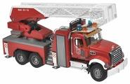 Пожарный автомобиль Bruder Mack с выдвижной лестницей и помпой (02-821) 1:16 65 см