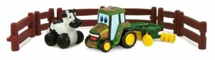 Игровой набор Tomy Трактор Джонни и корова на ферме 377221