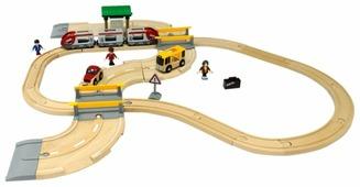 Brio Стартовый набор из 33 элементов с переездом и станцией, 33209