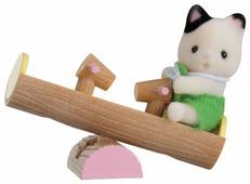 Игровой набор Sylvanian Families Младенец в пластиковом сундучке - Котёнок на качелях 5205