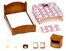 Игровой набор Sylvanian Families Большая кровать и тумбочка 2934